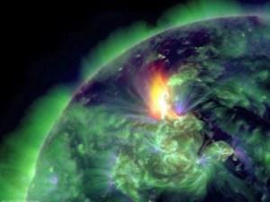 22 de enero de 2012 muestra una erupción en el hemisferio norte del Sol.